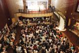 イベントには、多数の観客が詰めかけた