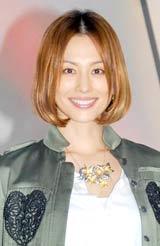 ドラマ『ナサケの女 〜国税局査察官〜』の制作発表記者会見に出席した米倉涼子