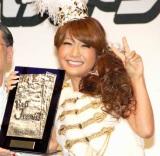第27回『ベストジーニスト2010』協議会選出部門を受賞したはるな愛 (C)ORICON DD inc.