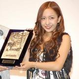 第27回『ベストジーニスト2010』協議会選出部門を受賞したAKB48の板野友美 (C)ORICON DD inc.
