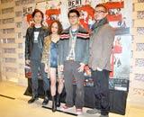 ミュージカル『RENT』の公開舞台稽古前にインタビューに応じた(左から)Anis、ソニン、福士誠治、米倉利紀