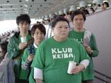 「競馬つながりよ」とグループの自己紹介をするマツコ・デラックス/JRA『CLUB KEIBA』新CM