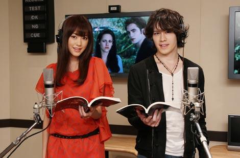 サムネイル 声優を務めた桐谷美玲とウエンツ瑛士(右)