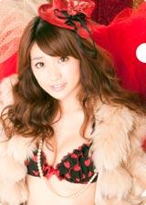 特典のクリアファイルでセクシーな下着姿を披露する大島優子(※デザインは変更になる場合があります)