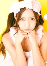 上目づかいの板野友美/AKB48初の公式カレンダーに封入されるクリアファイル(※デザインは変更になる場合があります)