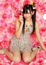 花柄ワンピース姿の渡辺麻友/AKB48初の公式カレンダーに封入されるクリアファイル(※デザインは変更になる場合があります)