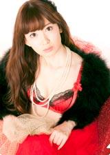 セクシーな下着姿の小嶋陽菜/AKB48初の公式カレンダーに封入されるクリアファイル(※デザインは変更になる場合があります)