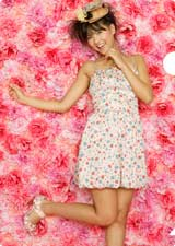 ワンピース姿もラブリーな宮澤佐江/AKB48初の公式カレンダーに封入されるクリアファイル(※デザインは変更になる場合があります)