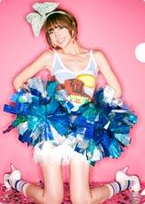 キュートなチアガールに変身した篠田麻里子/AKB48初の公式カレンダーに封入されるクリアファイル(※デザインは変更になる場合があります)