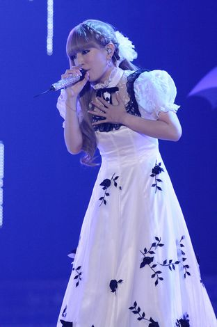 清楚な白のAラインのドレス