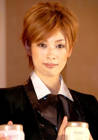 ユニリーバ『POND'S』×宝塚劇コラボ記念トークセッションに参加した明日海りお (C)ORICON DD inc.