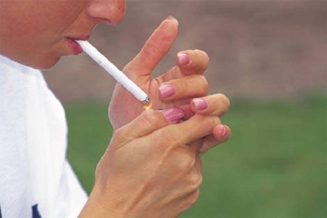 タバコが会社の人間関係に及ぼす影響とは?