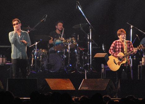 東京・青山学院大学で5年ぶりとなる学園祭ライブを行ったコブクロ (C)ORICON DD inc.