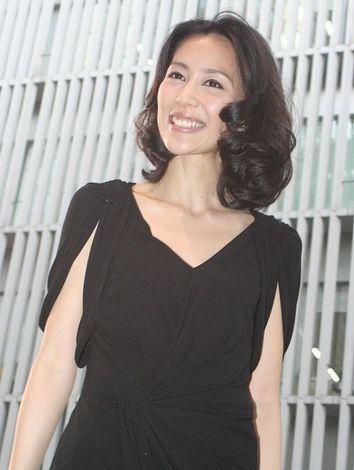 サムネイル 入籍した23日に「第23回東京国際映画祭」のオープニングセレモニーに参加した木村佳乃