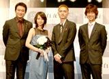 映画『白夜行』の舞台あいさつに出席した(左から)船越英一郎、堀北、高良健吾、深川栄洋監督