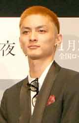 映画『白夜行』の舞台あいさつに出席した高良健吾