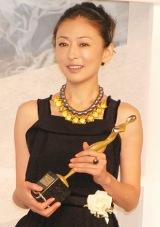 『東京ドラマアウォード』で主演女優賞を受賞した松雪泰子 (C)ORICON DD inc.