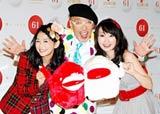 今回発表された紅白初の公式キャラクター・ウタ♪ウッキー(左から赤の「ウー♪」、白の「ター♪」)と、応援隊を務める(左から)関根麻里、テリー伊藤、水樹奈々 (C)ORICON DD inc.