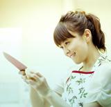 新妻役らしく、手際よく包丁さばきをみせた小林麻耶