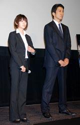 映画『SP 野望篇』の舞台あいさつに出席した(左から)真木よう子、神尾佑