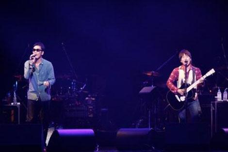 ワーナー40周年イベント「100年MUSIC FESTIVAL」に出演したコブクロ
