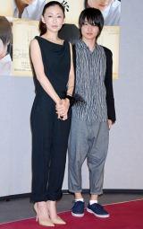 NHKドラマスペシャル『心の糸』の会見に出席した(左から)松雪泰子、神木隆之介 (C)ORICON DD inc.