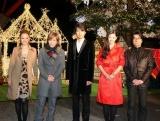 映画『行きずりの街』と東京タワーのクリスマス・イルミネーション点灯式のコラボイベントに登場した(左から)meg、小室哲哉、仲村トオル、小西真奈美、阪本順治監督 (C)ORICON DD inc.