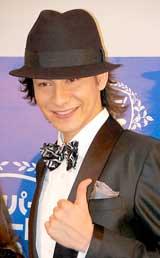 『スカパー!アワード2010』ブルーカーペットに登場したJOY