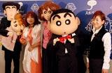 『スカパー!アワード2010』ブルーカーペットに登場したクレヨンしんちゃん一家&声優陣