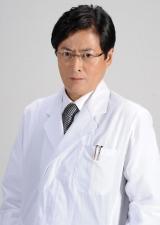 ドラマ『最上の命医』(テレビ東京系)で副院長・桐生奠役を演じる陣内孝則