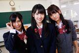 フレンチ・キスの3人が女子高生役にチャレンジ(左から)倉持明日香、柏木由紀、高城亜樹