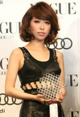 『VOGUE NIPPON Women of the Year 2010』授賞式に出席した加藤ミリヤ (C)ORICON DD inc.