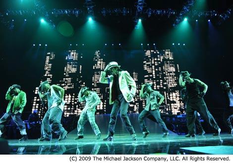 マイケル・ジャクソンのダンスパフォーマンスが蘇る。