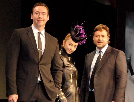 映画『ロビン・フッド』の来日記者会見に出席した(左から)ケヴィン・デュランド、神田うの、ラッセル・クロウ (C)ORICON DD inc.
