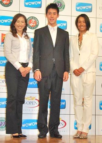 特別番組『WOWOWテニス』の制作発表会見に出席した(左から)杉山愛氏、錦織圭選手、クルム伊達公子選手 (C)ORICON DD inc.