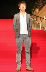 映画『ロビン・フッド』ジャパンプレミアのレッドカーペットに登場した小林可夢偉 (C)ORICON DD inc.