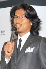 『第39回ベストドレッサー賞』の「スポーツ部門」を受賞した中澤佑二選手