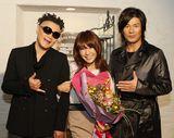 左からKO-ICHIRO(Key)、はるな愛、TAKE(Vo)