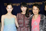 (左から)水原、菊地凛子、トラン・アン・ユン監督