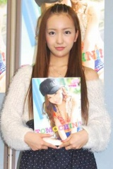 『板野友美写真集 TOMOCHIN!!』発売記念イベントを行ったAKB48・板野友美 (C)ORICON DD inc.