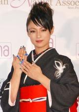 『ネイルクイーン2010』の女優部門を受賞し、殿堂入りを果たした深田恭子 (C)ORICON DD inc.