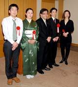 『第35回創作テレビドラマ大賞』贈賞式に出席した(左から)吉田海輝さん、喜多田悠里さん、秋元康氏、吉田真童、仙道玉青さん