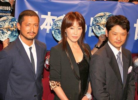 映画『SPACE BATTLESHIPヤマト』の初日舞台あいさつに登壇した(左から)池内博之、高島礼子、緒形直人 (C)ORICON DD inc.