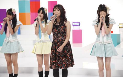 自身の名曲「まちぶせ」をSKE48と熱唱する石川ひとみ