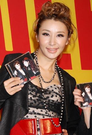 YU-A feat.MUNEHIRO「CHANGE」の発売イベントを行ったMUNEHIROこと鈴木紗理奈 (C)ORICON DD inc.