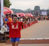 「アンコールワット国際マラソン大会」男子21kmハーフマラソンで3位に入賞した猫ひろし