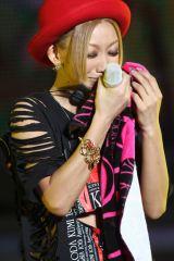 デビュー10周年記念公演『KODA KUMI 10th Anniversary 〜FANTASIA〜』を東京ドームで行い、感涙する倖田來未