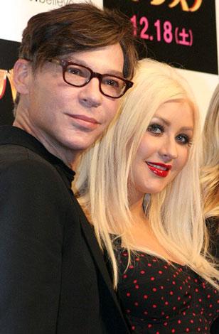 映画『バーレスク』のプロモーションのため来日した(左から)スティーブン・アンティン監督、クリスティーナ・アギレラ (C)ORICON DD inc.