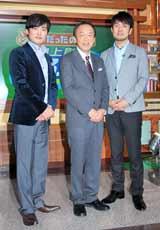 テレビ朝日系『そうだったのか! 池上彰の学べるニュース』の会見に出席した(左から)劇団ひとり、池上彰氏、土田晃之