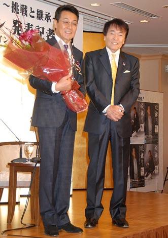 初の全国オーディション発表記者会見を行った(左から)五木ひろし、平尾昌晃 (C)ORICON DD inc.